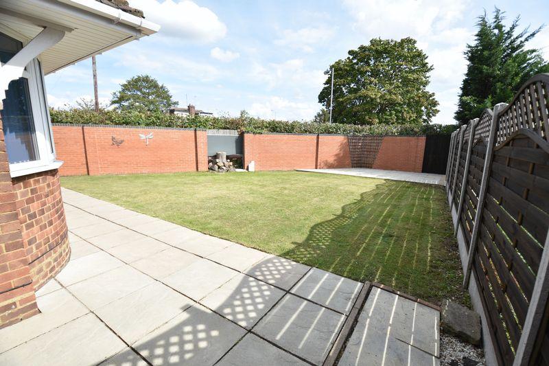 3 bedroom Bungalow to buy in Poplar Avenue, Luton - Photo 8