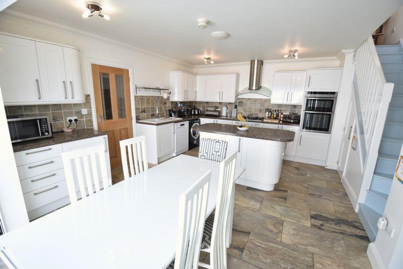 3 bedroom Bungalow to buy in Poplar Avenue, Luton - Photo 15