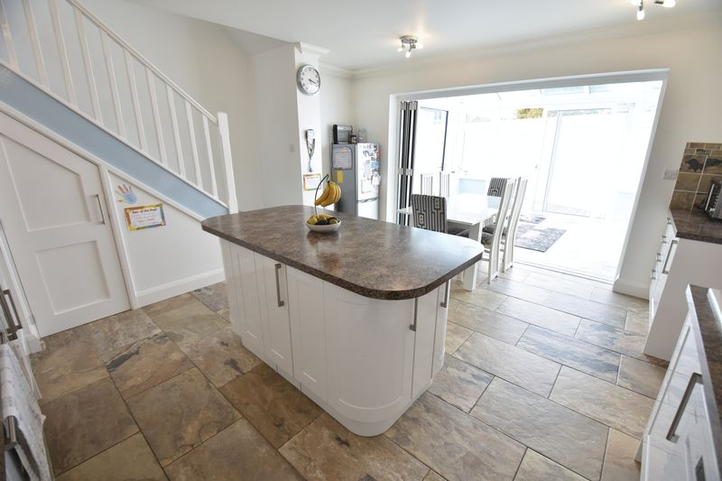 3 bedroom Bungalow to buy in Poplar Avenue, Luton - Photo 16