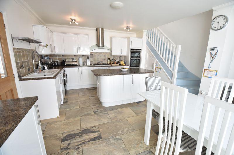 3 bedroom Bungalow to buy in Poplar Avenue, Luton - Photo 18