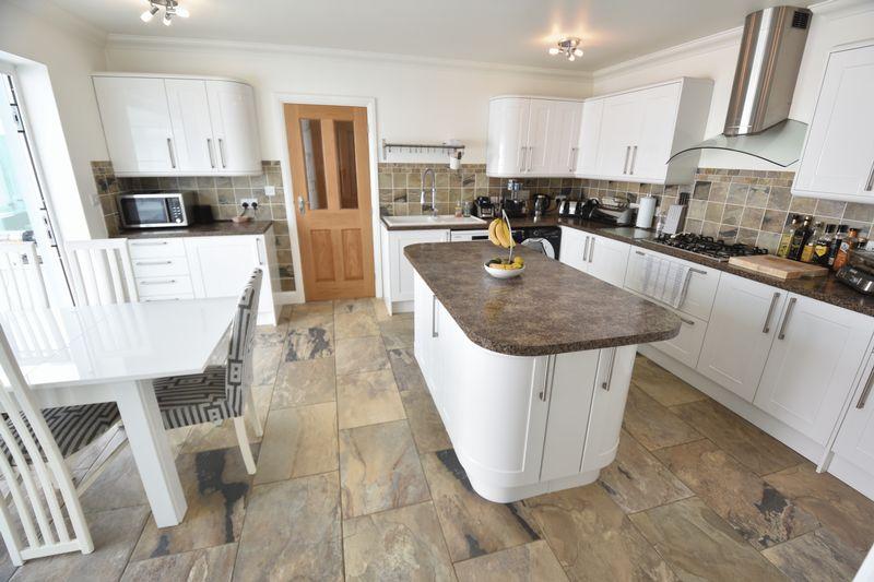 3 bedroom Bungalow to buy in Poplar Avenue, Luton - Photo 19