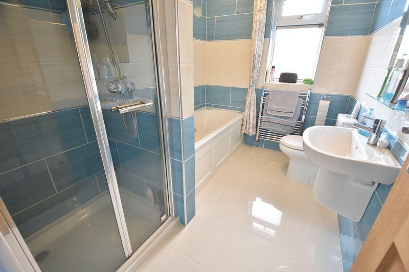 3 bedroom Bungalow to buy in Poplar Avenue, Luton - Photo 21
