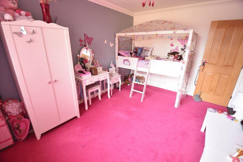 3 bedroom Bungalow to buy in Poplar Avenue, Luton - Photo 24