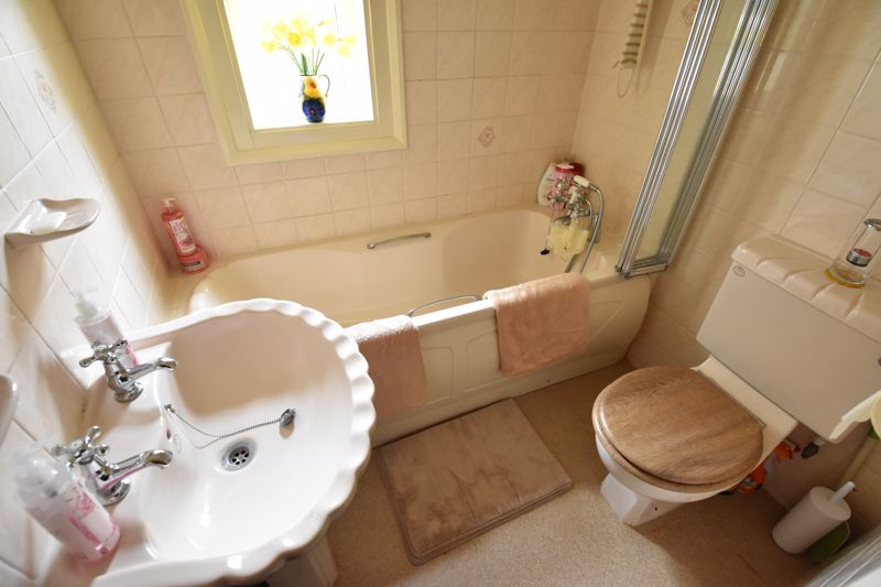 3 bedroom Mid Terrace to buy in Tennyson Road, Luton - Photo 10