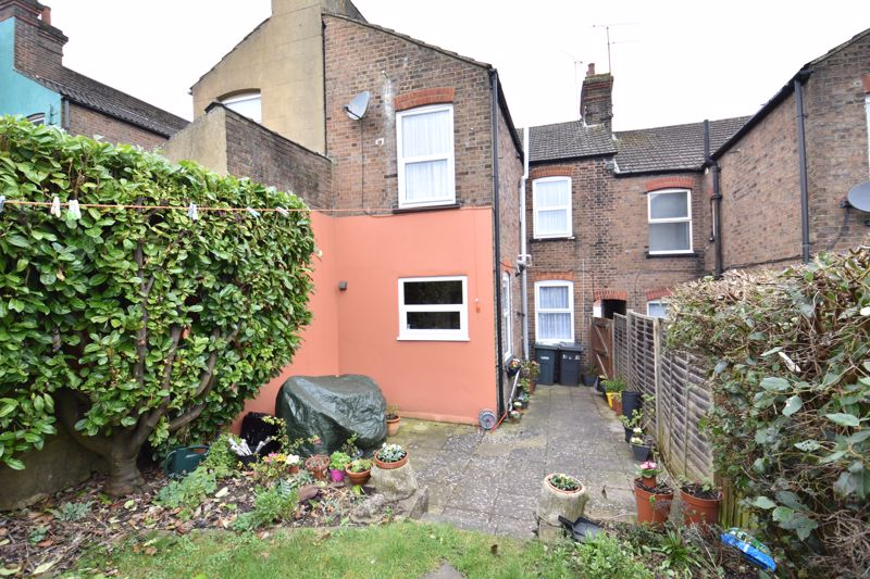 3 bedroom Mid Terrace to buy in Tennyson Road, Luton - Photo 13