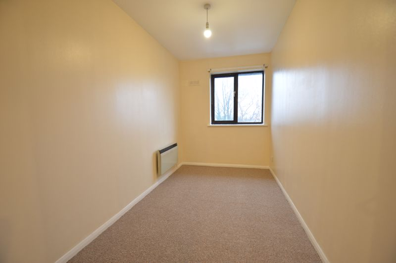 2 bedroom Flat to buy in Waldeck Road, Luton - Photo 2