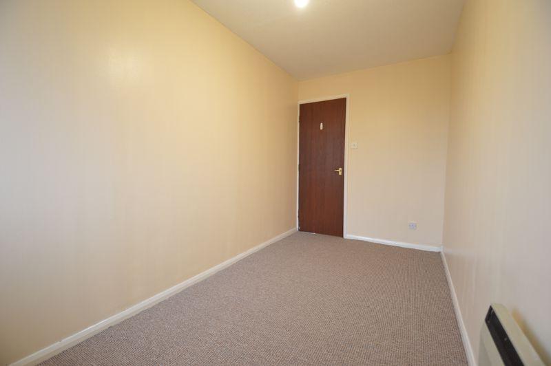 2 bedroom Flat to buy in Waldeck Road, Luton - Photo 3