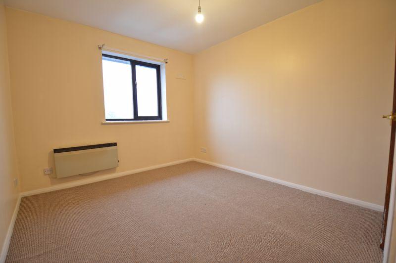 2 bedroom Flat to buy in Waldeck Road, Luton - Photo 4