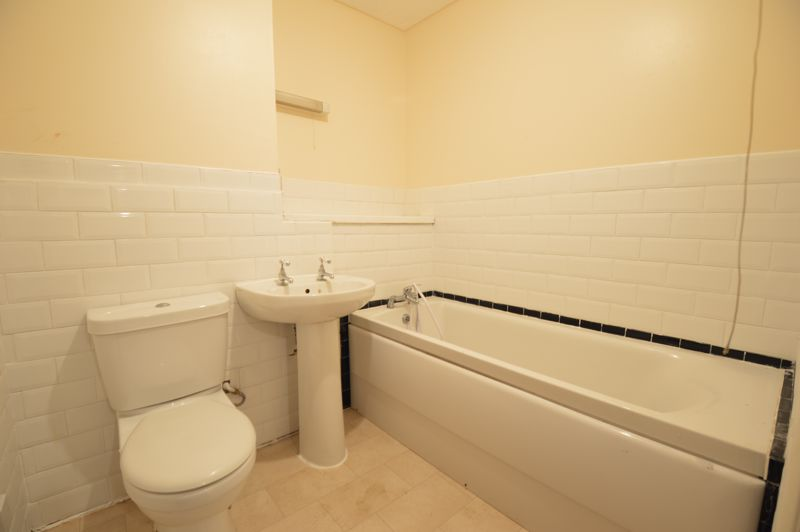 2 bedroom Flat to buy in Waldeck Road, Luton - Photo 6