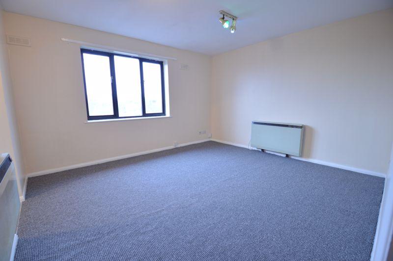 2 bedroom Flat to buy in Waldeck Road, Luton - Photo 7