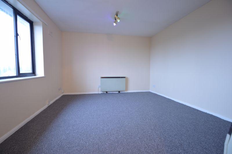 2 bedroom Flat to buy in Waldeck Road, Luton - Photo 8