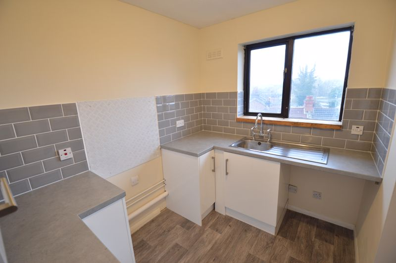 2 bedroom Flat to buy in Waldeck Road, Luton - Photo 11