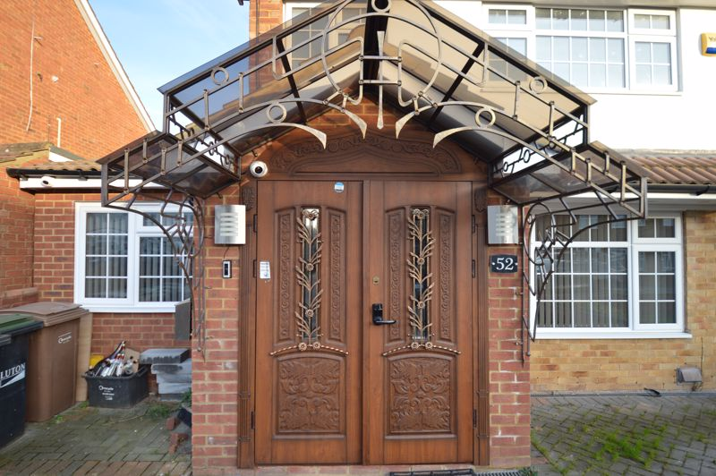 4 bedroom Semi-Detached  to buy in Bosmore Road, Luton - Photo 2