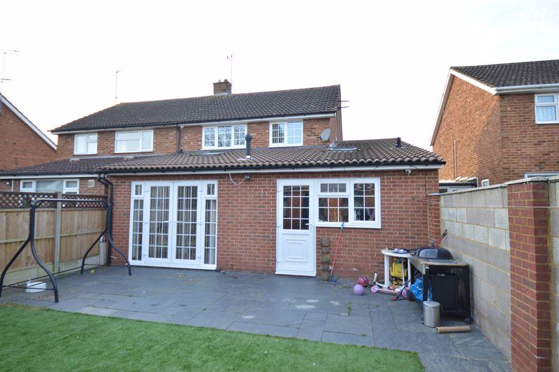4 bedroom Semi-Detached  to buy in Bosmore Road, Luton - Photo 5