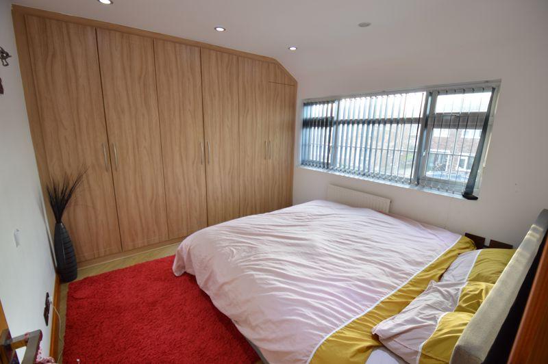 4 bedroom Semi-Detached  to buy in Bosmore Road, Luton - Photo 6