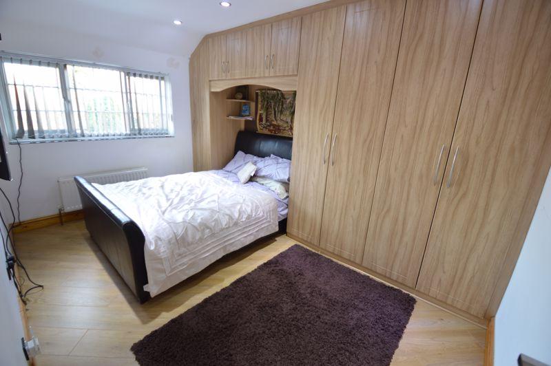 4 bedroom Semi-Detached  to buy in Bosmore Road, Luton - Photo 8