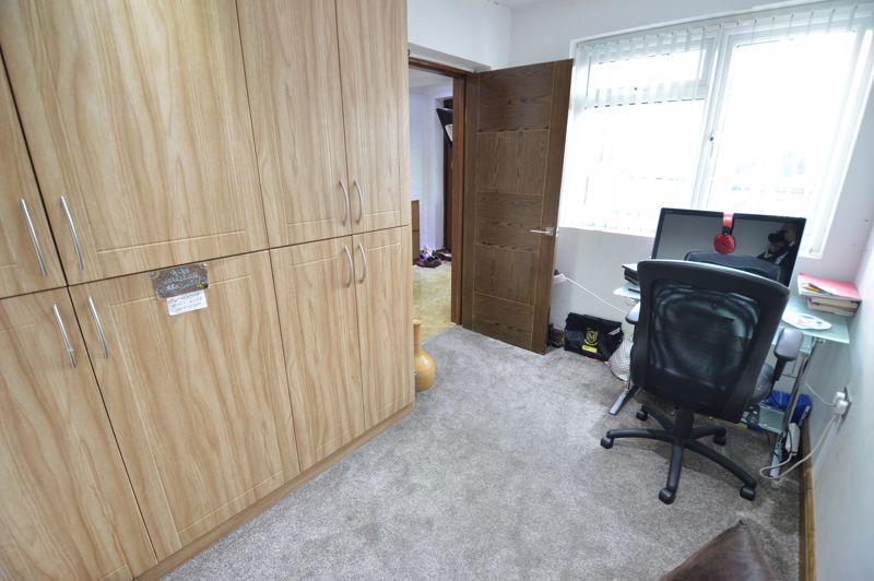 4 bedroom Semi-Detached  to buy in Bosmore Road, Luton - Photo 11