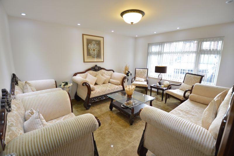 4 bedroom Semi-Detached  to buy in Bosmore Road, Luton - Photo 12