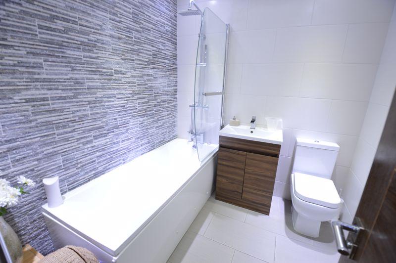 4 bedroom Semi-Detached  to buy in Bosmore Road, Luton - Photo 15