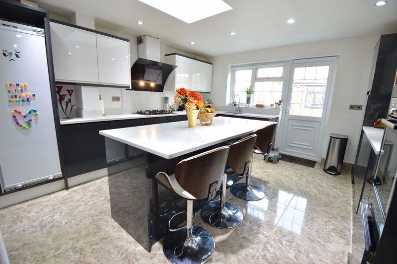 4 bedroom Semi-Detached  to buy in Bosmore Road, Luton - Photo 17