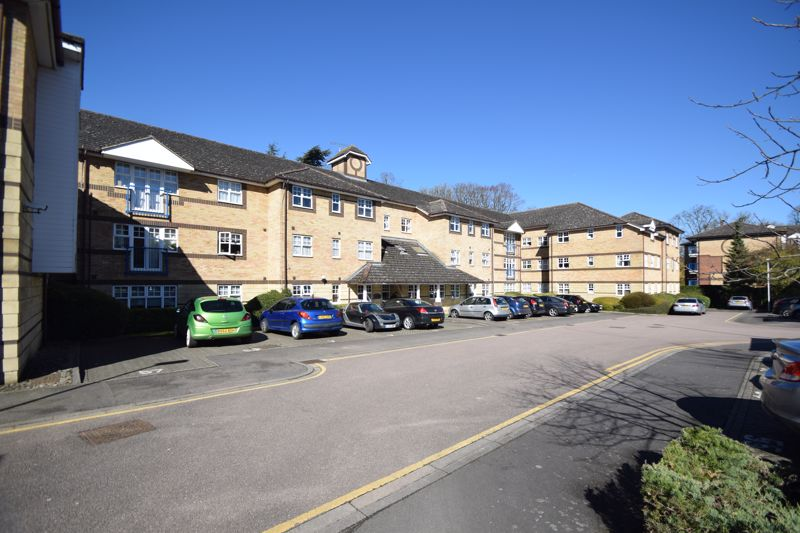1 bedroom Flat to buy in Earls Meade, Luton