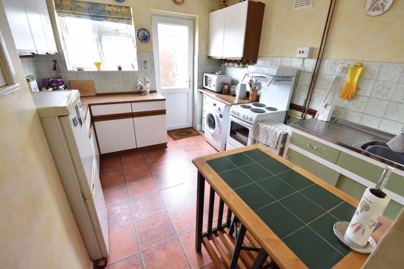 3 bedroom Semi-Detached  to buy in Birdsfoot Lane, Luton - Photo 4