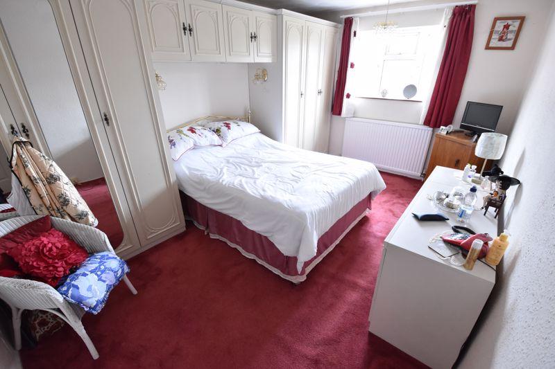 3 bedroom Semi-Detached  to buy in Birdsfoot Lane, Luton - Photo 7