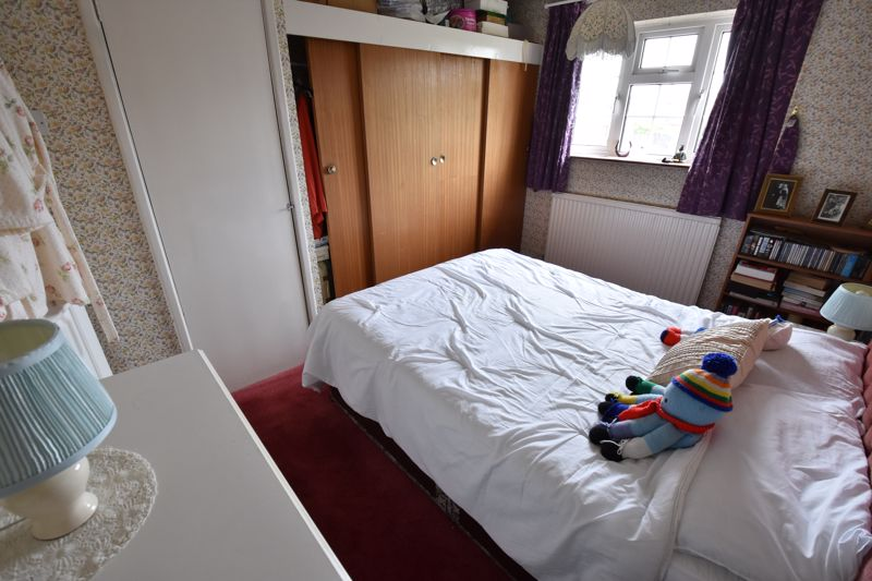 3 bedroom Semi-Detached  to buy in Birdsfoot Lane, Luton - Photo 8