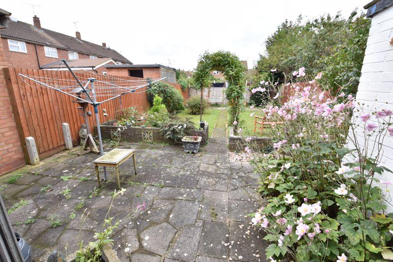 3 bedroom Semi-Detached  to buy in Birdsfoot Lane, Luton - Photo 11