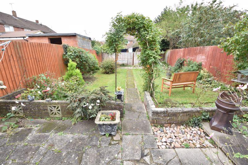 3 bedroom Semi-Detached  to buy in Birdsfoot Lane, Luton - Photo 12