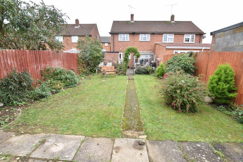 3 bedroom Semi-Detached  to buy in Birdsfoot Lane, Luton - Photo 13