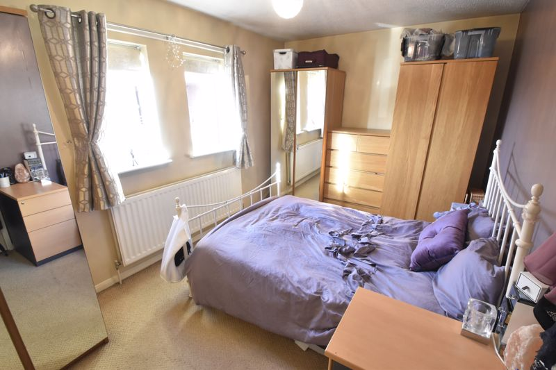 2 bedroom Flat to buy in Browning Road, Luton - Photo 2