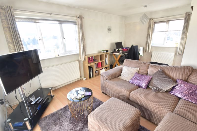 2 bedroom Flat to buy in Browning Road, Luton - Photo 7