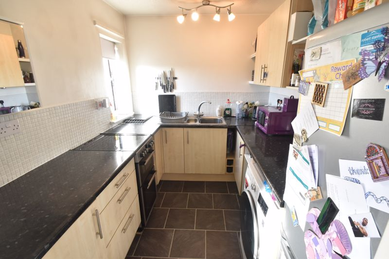 2 bedroom Flat to buy in Browning Road, Luton - Photo 8