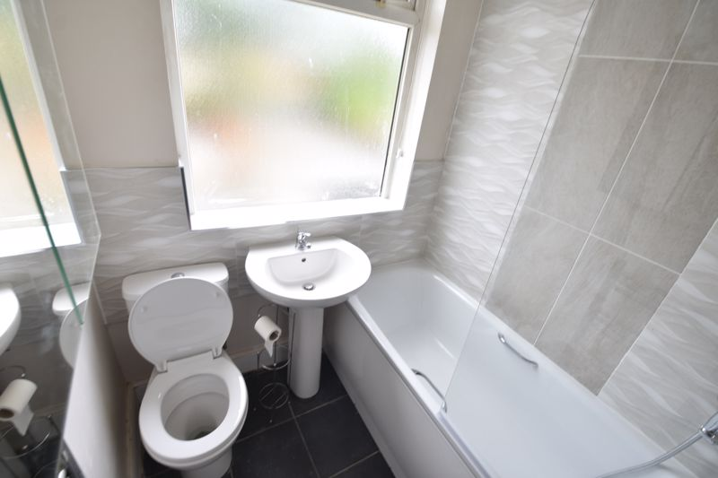 2 bedroom Semi-Detached  to buy in Third Avenue, Luton - Photo 17