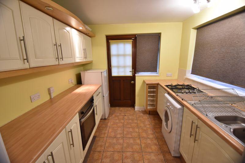 2 bedroom Semi-Detached  to buy in Third Avenue, Luton - Photo 2