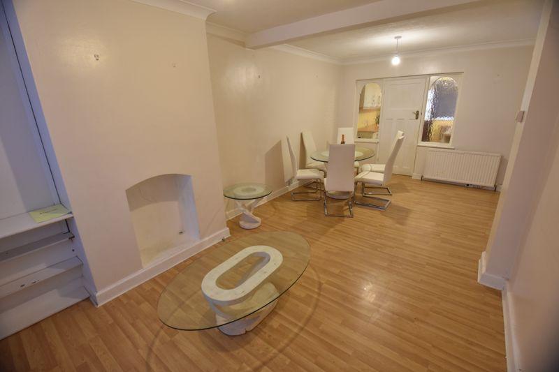 2 bedroom Semi-Detached  to buy in Third Avenue, Luton - Photo 6