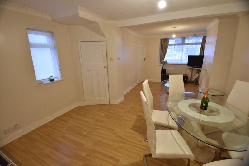2 bedroom Semi-Detached  to buy in Third Avenue, Luton - Photo 7