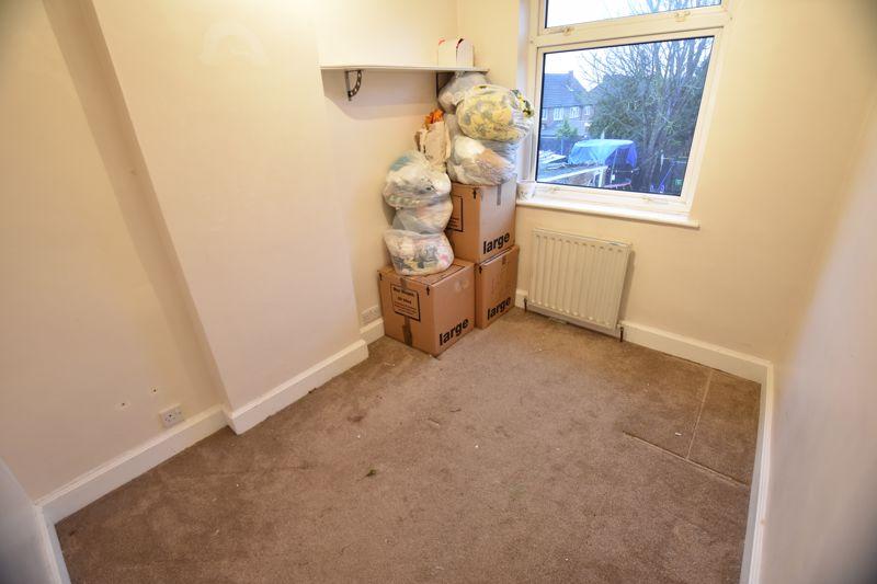 2 bedroom Semi-Detached  to buy in Third Avenue, Luton - Photo 9