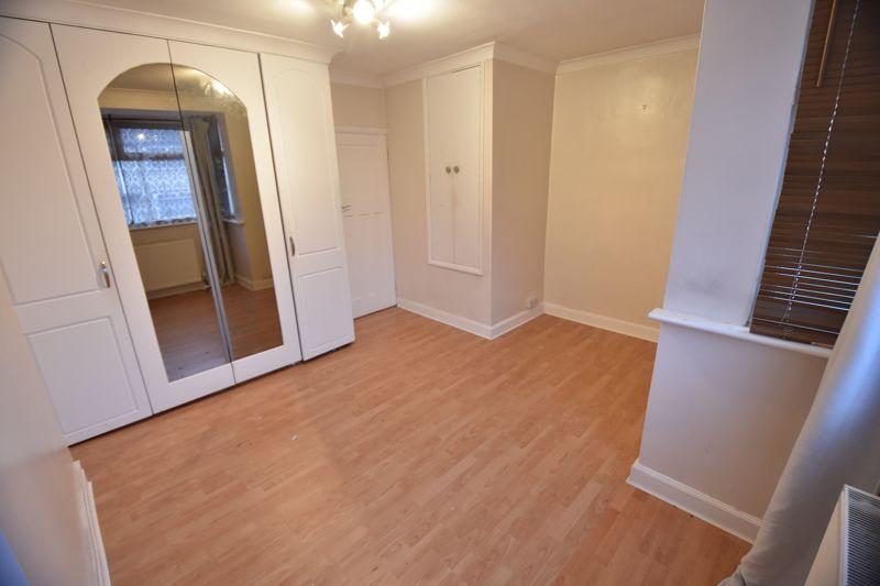 2 bedroom Semi-Detached  to buy in Third Avenue, Luton - Photo 10