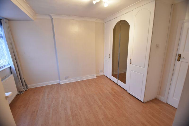 2 bedroom Semi-Detached  to buy in Third Avenue, Luton - Photo 12