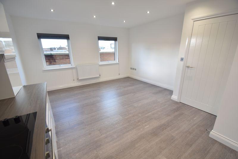 2 bedroom Flat to rent in King Street, Luton - Photo 10