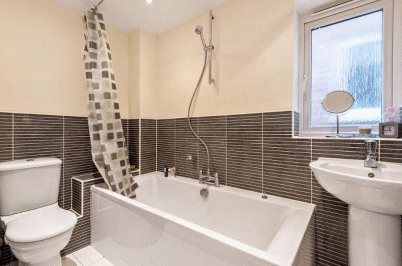 4 bedroom Detached  to buy in Fieldstone, Dunstable - Photo 2