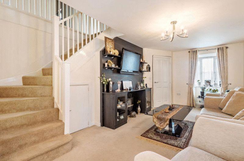 4 bedroom Detached  to buy in Fieldstone, Dunstable - Photo 4