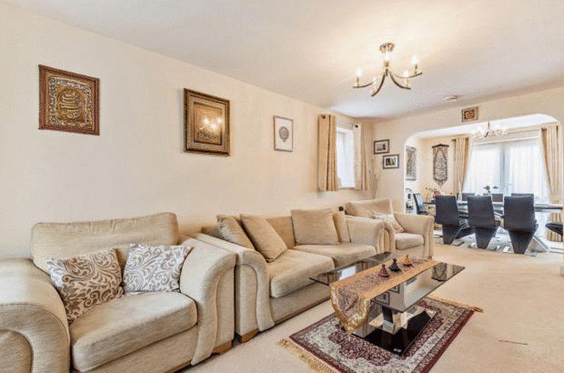 4 bedroom Detached  to buy in Fieldstone, Dunstable - Photo 5