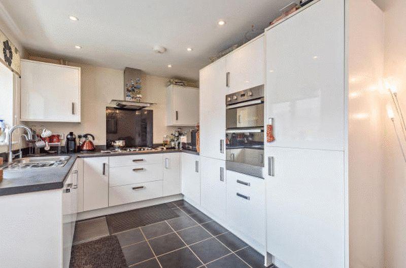 4 bedroom Detached  to buy in Fieldstone, Dunstable - Photo 6