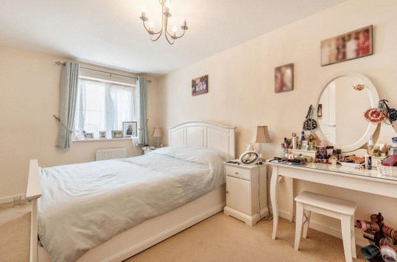 4 bedroom Detached  to buy in Fieldstone, Dunstable - Photo 8