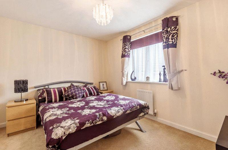 4 bedroom Detached  to buy in Fieldstone, Dunstable - Photo 10