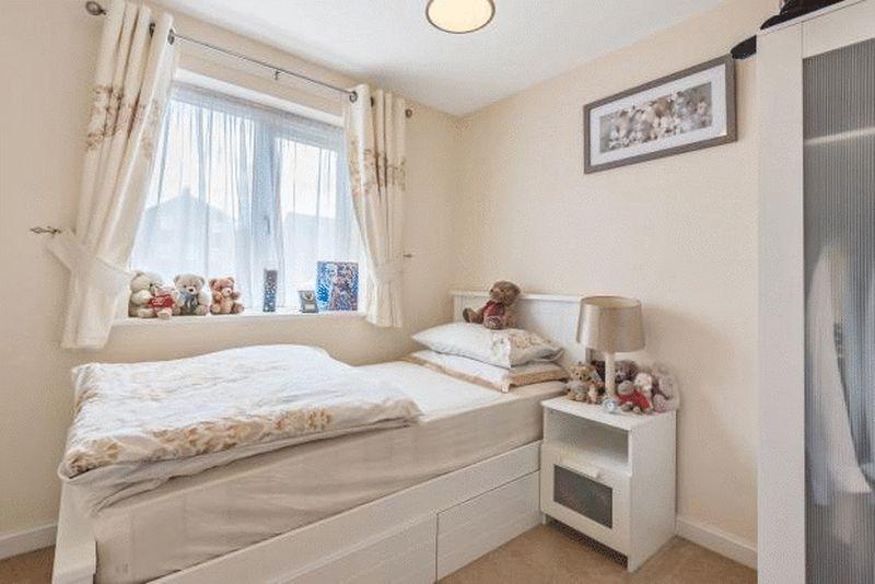 4 bedroom Detached  to buy in Fieldstone, Dunstable - Photo 12