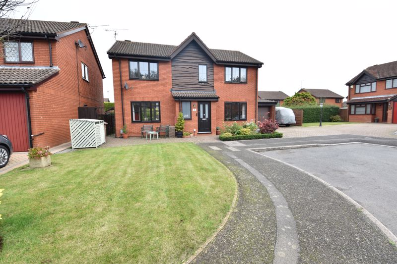 4 bedroom Detached  to buy in Rotherfield, Luton